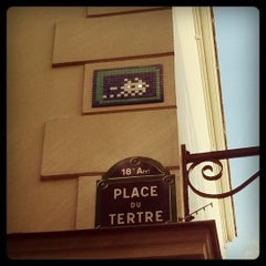 Photo taken at Place du Tertre by MikaelDorian on 9/16/2011