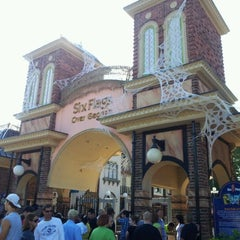Photo taken at Six Flags Over Georgia by Glauco C. on 9/25/2011