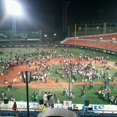 Photo taken at 목동야구장 (Mokdong Baseball Stadium) by sok on 10/7/2011