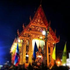 Photo taken at วัดเทพลีลา พระอารามหลวง (Wat Thep Leela) by Tum P. on 6/4/2012