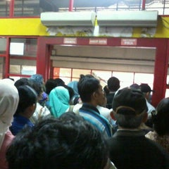 Photo taken at Halte TransJakarta PGC by Ahdiyat F. on 4/18/2012