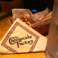 Photo taken at The Cheesecake Factory by Samuel K. on 7/19/2011