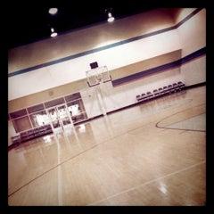 Foto tirada no(a) Equinox Sports Club por Gregory C. em 1/17/2011