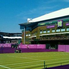 Das Foto wurde bei The All England Lawn Tennis Club von Dávid S. am 7/25/2012 aufgenommen