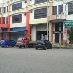 Photo taken at Kolej Komuniti Pasir Gudang by Radzuan W. on 4/2/2012