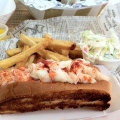 Photo taken at Herbert Brothers Seafood by Kelly R. on 7/2/2011
