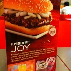 Photo taken at McDonald's & McCafe by Shin Li O. on 12/27/2010