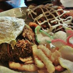 Photo taken at Restoran Murni Discovery by Lim H. on 8/27/2011