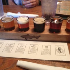 Photo taken at Dogfish Head Alehouse by Dai G. on 8/19/2012