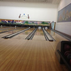 Photo taken at IBC - International Bowling Center by Enas L. on 5/9/2012