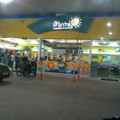 Photo taken at Petronas Bukit Beruntung by Lawrence on 1/14/2012