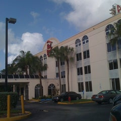 Photo taken at Red Roof Inn Ft Lauderdale by Diogo B. on 11/6/2011