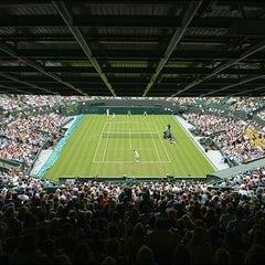 Das Foto wurde bei The All England Lawn Tennis Club von Pridumay M. am 8/4/2012 aufgenommen