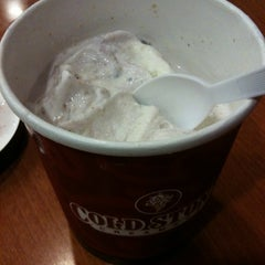 Photo taken at Cold Stone Creamery by Tommy D. on 2/25/2011