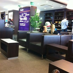 Photo taken at Lounge HSBC Premier by Raissa K. on 7/7/2012