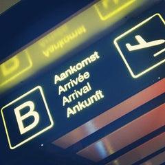 Photo taken at Arrivals (Aankomsten/Arrivées) by Ronny W. on 6/21/2012