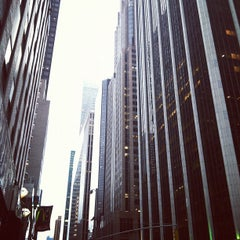 Photo taken at MTA Subway - 47th-50th St/Rockefeller Center (B/D/F/M) by Yifei Y. on 7/20/2012