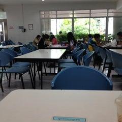 Photo taken at ศูนย์อาหารรามาธิบดี (Rama Food Center) by Kukai C. on 8/7/2012