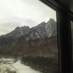 Photo taken at 설악케이블카 / Sorak Cable Car by 현상 조. on 1/17/2012