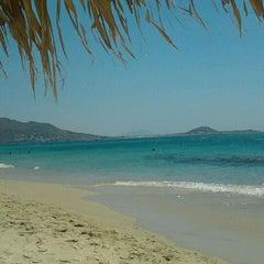 Photo taken at Παραλία Πλάκας (Plaka Beach) by Tasos M. on 8/20/2011