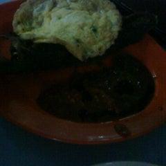 Photo taken at Warong Baroka (Pecal Lele & Pecal Ayam) by akmal h. on 12/16/2011