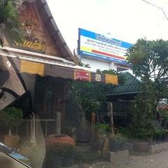 Photo taken at กาแฟหัวโค้ง by Aonucha Y. on 7/16/2011