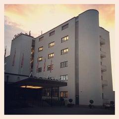 Photo taken at Kylpylähotelli Rantasipi Aulanko by Wilfried J. on 8/29/2012