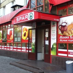 Photo taken at SPAR by Ozhik on 10/27/2011