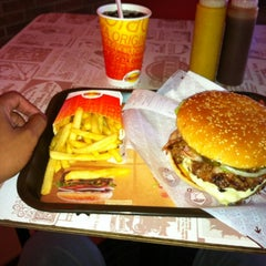 Photo taken at Hamburguesas El Corral by Luis C. on 3/7/2012