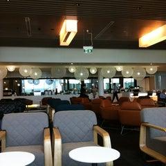Photo taken at Qantas Business Lounge by Lynn L. on 11/11/2011