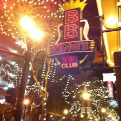 Photo taken at B.B. King's Blues Club by Tom C. on 1/16/2012