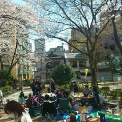 Photo taken at 両国公園 by Hiro T. on 4/8/2012