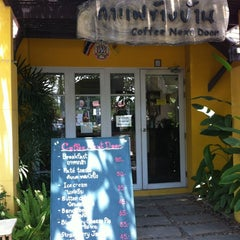 Photo taken at Coffee Next Door (กาแฟข้างบ้าน) by Trairong J. on 4/29/2012