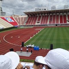 Photo taken at สนามศุภชลาศัย (Supachalasai Stadium) by nine.chakkhapong on 7/1/2012