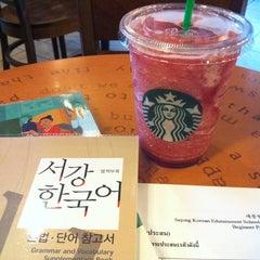 Photo taken at Starbucks (สตาร์บัคส์) by Maneerat K. on 7/16/2011