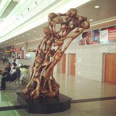 Photo taken at Aeroporto Internacional de Maputo by Elismar V. on 3/4/2012