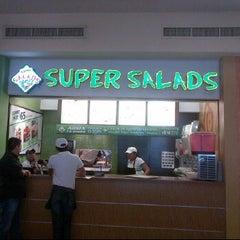 Photo taken at Super Salads by Rebull J. on 3/2/2012