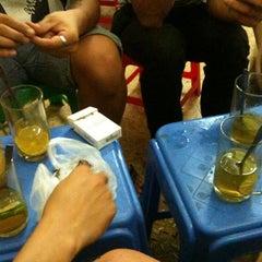 Photo taken at Trà Chanh Đào Duy Từ by Lucius N. on 8/10/2012