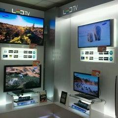 Photo taken at Importaciones Hiraoka by Samsung H. on 3/21/2012