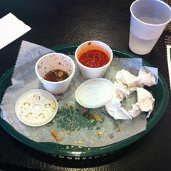 Photo taken at Italian Ovens Pizzaria by Timmy S. on 4/18/2012