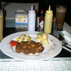 Photo taken at Mamie Resto & Cafe by faried a. on 12/8/2011