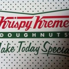 Photo taken at 크리스피크림도넛 / Krispy Kreme Doughnuts by J J. on 8/24/2012