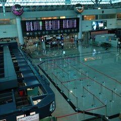 Photo taken at 臺灣桃園國際機場第二航廈 Taiwan Taoyuan International Airport Terminal 2 by Vone S. on 5/26/2012