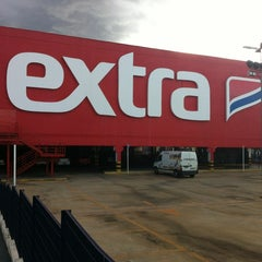 Photo taken at Extra Hiper by Raphael G. on 2/28/2012