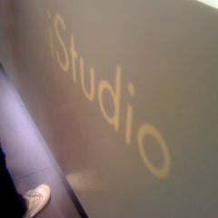 Photo taken at iStudio by Thaphat ผ. on 5/28/2012