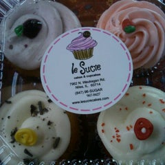 Photo taken at Le Sucre Cakes & Cupcakes by Maria S. on 5/15/2012
