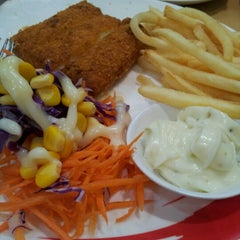 Photo taken at Chester's Grill (เชสเตอร์ กริลล์) by Puncharat P. on 7/5/2012