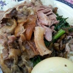 Photo taken at หน่อย ขาหมูตลาดค่าย by NobiRa on 11/13/2011
