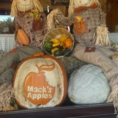 Photo taken at Mack's Apples by WayneNH on 11/5/2011