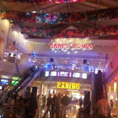 Photo taken at Sam's Town Tunica Hotel & Casino by Heather H. on 1/1/2012